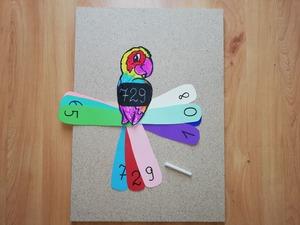 """Kolorowa papuga"" – zabawa matematyczna z elementem kaligrafii"