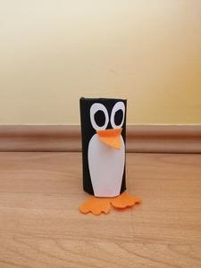 Pingwin – praca plastyczna z wykorzystaniem rolki