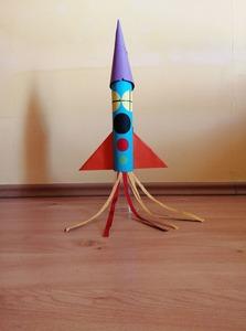 Rakieta – praca plastyczna z wykorzystaniem rolki