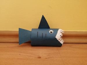 Rekin – praca plastyczna z wykorzystaniem rolki