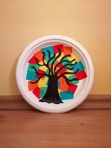 """"""" Jesienne drzewo"""" – praca plastyczna z wykorzystaniem talerzyka papierowego"""