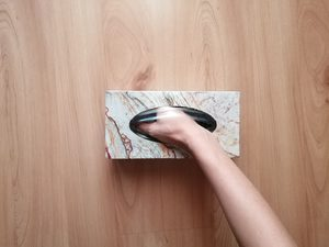 """""""Pudełko z tajemniczymi przedmiotami"""" – zabawa sensoryczna"""