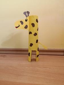 Żyrafa - praca plastyczna z wykorzystaniem rolki