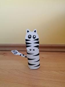 Zebra - praca plastyczna z wykorzystaniem rolki