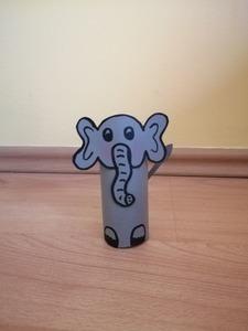 Słoń- praca plastyczna z wykorzystaniem rolki