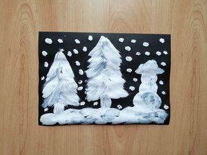 Zimowy obrazek – praca plastyczna z wykorzystaniem pasty do zębów