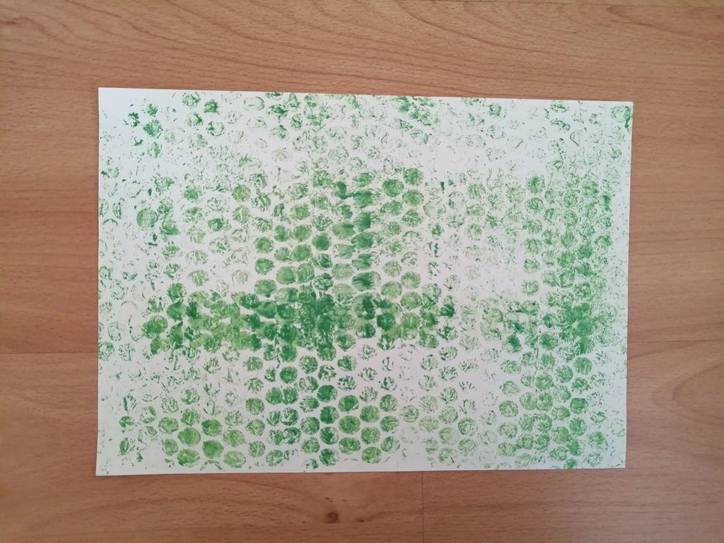 Wałek- praca plastyczna z wykorzystaniem rolki