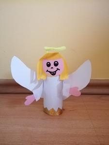 Anioł- praca plastyczna z wykorzystaniem rolki