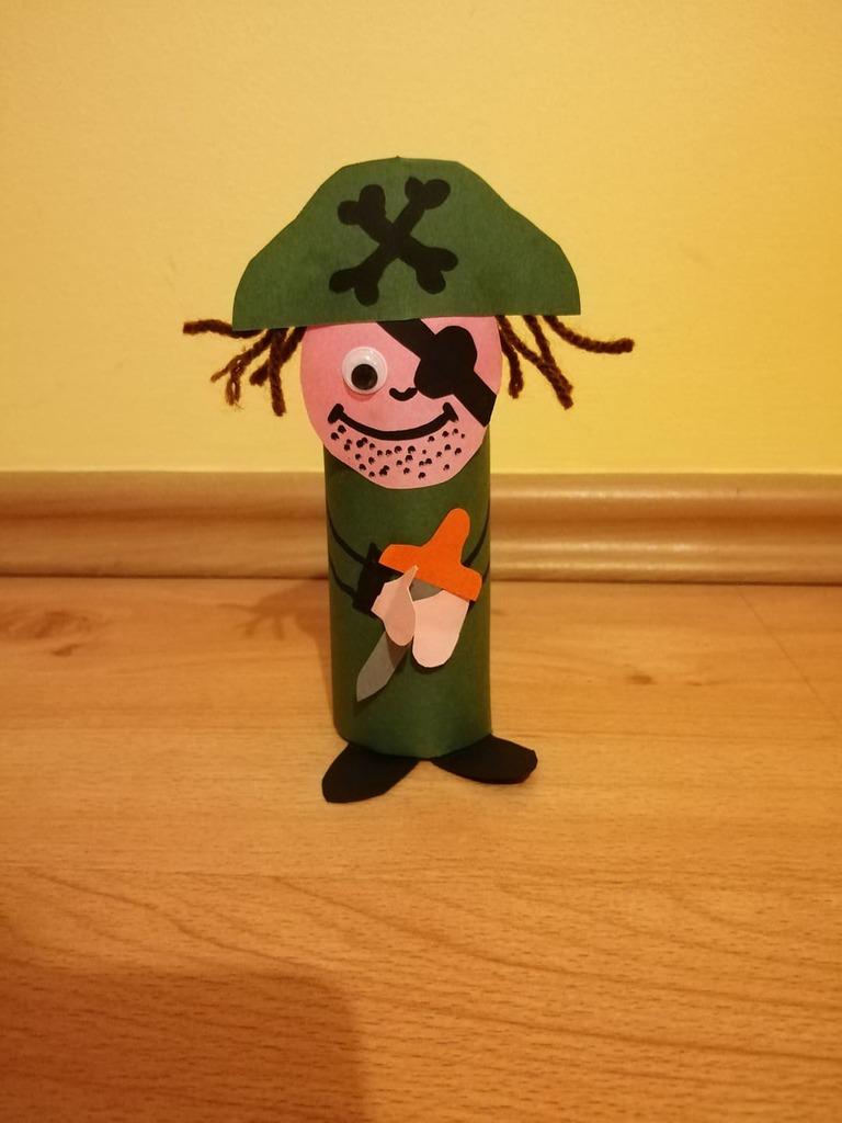Pirat- praca plastyczna z wykorzystaniem rolki