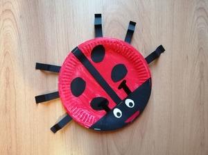 Biedronka- praca plastyczna z wykorzystaniem talerzyka papierowego