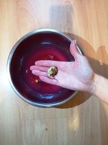 Szukanie elementów w kisielu – ćwiczenie sensoryczne