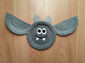 Nietoperz - praca plastyczna z wykorzystaniem talerzyka papierowego