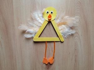 Kurczak – praca plastyczna z wykorzystaniem patyczków logopedycznych
