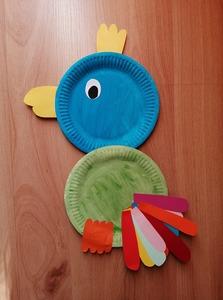 Papuga wersja II - praca plastyczna z wykorzystaniem talerzyka