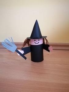 Czarownica - praca plastyczna z wykorzystaniem rolki