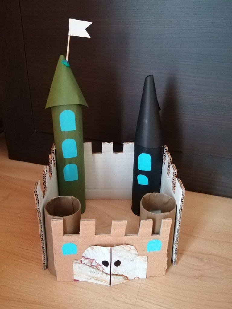 Zamek - praca plastyczna z wykorzystaniem rolki