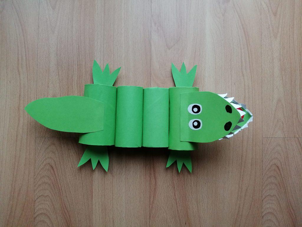 Krokodyl - praca plastyczna z wykorzystaniem rolek