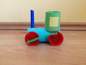 Lokomotywa - praca plastyczna z wykorzystaniem rolki