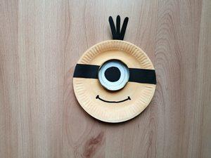 Minionek - praca plastyczna z wykorzystaniem talerzyka papierowego