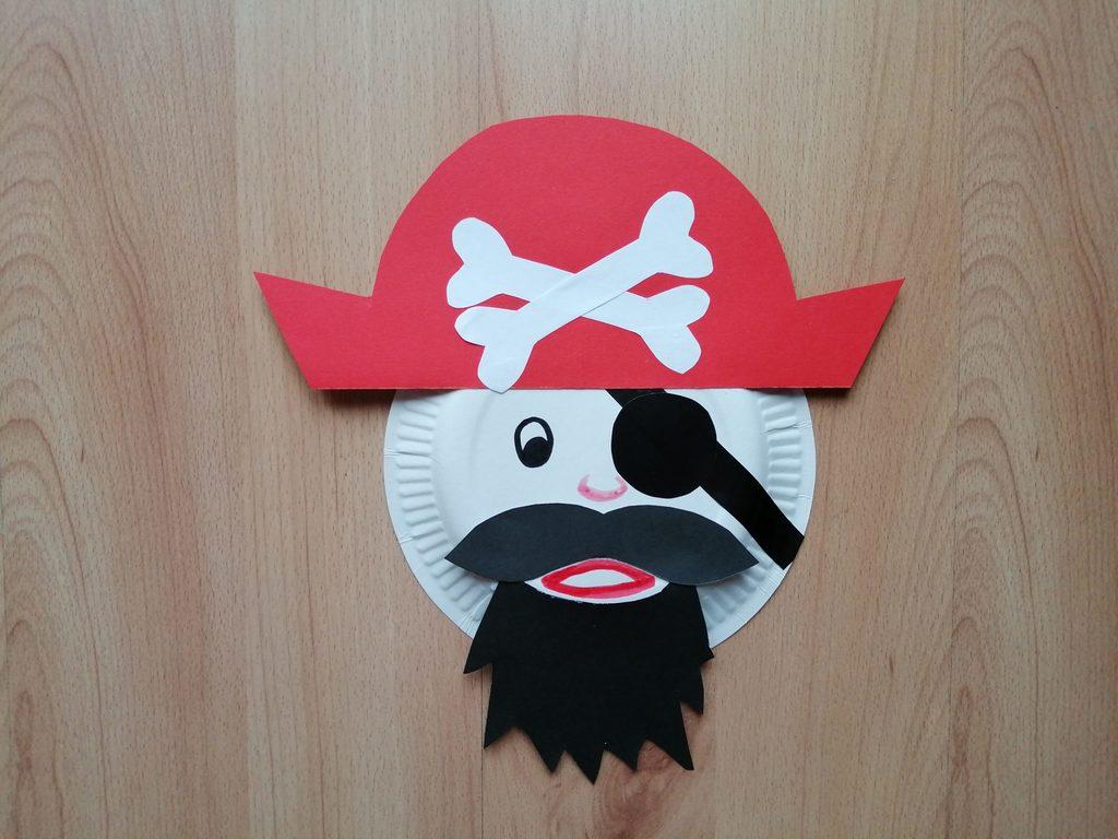 Pirat - praca plastyczna z wykorzystaniem talerzyka