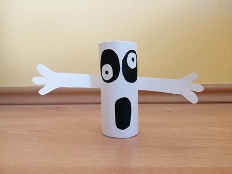 Duch - praca plastyczna z wykorzystaniem rolki
