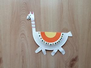 Lama - praca plastyczna z wykorzystaniem talerzyka papierowego
