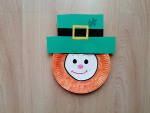 Skrzat irlandzki - praca plastyczna z wykorzystaniem talerzyka papierowego