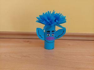 Troll - praca plastyczna z wykorzystaniem rolki