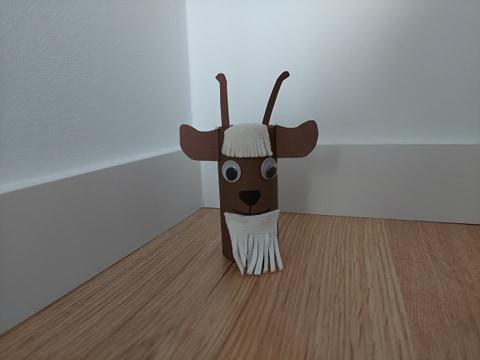 Koza - praca plastyczna z wykorzystaniem rolki
