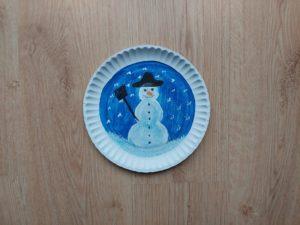 Zimowy obrazek - praca plastyczna z wykorzystaniem talerzyka papierowego