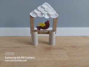 Karmnik - praca plastyczna z wykorzystaniem rolek