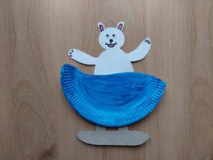 Miś na sankach - praca plastyczna z wykorzystaniem talerzyka