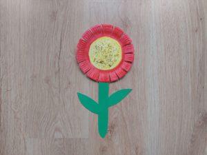 Kwiat - praca plastyczna z wykorzystaniem talerzyka papierowego