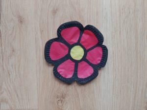 Kwiat witraż - praca plastyczna z wykorzystaniem talerzyka papierowego