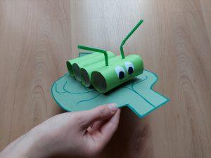 Gąsienica - praca plastyczna z wykorzystaniem rolek