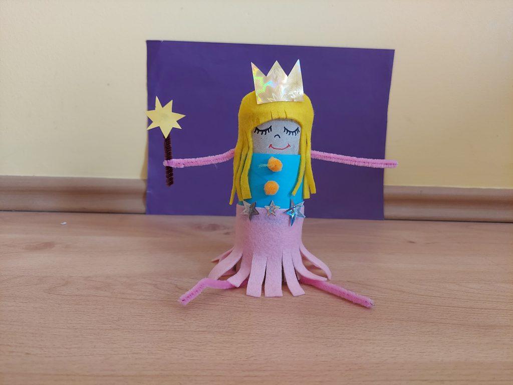 Księżniczka - praca plastyczna z wykorzystaniem rolki