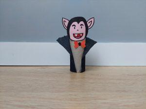 Dracula - praca plastyczna z wykorzystaniem rolki