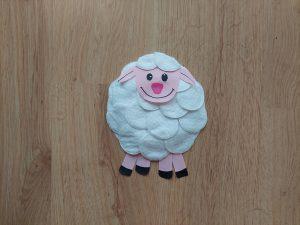 Owca - praca plastyczna z wykorzystaniem talerzyka papierowego